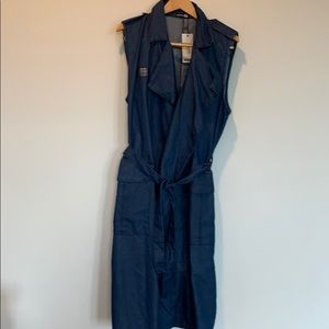 Boohoo long denim vest. NWT. Size 16. Belted